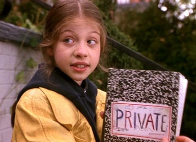 """Мишель Трахтенберг. Девочка дебютировала в кино в фильме """"Шпионка Харриет"""", но попала туда скорее из-за оригинального внешнего вида и артистизма, а не из-за привлекательности."""