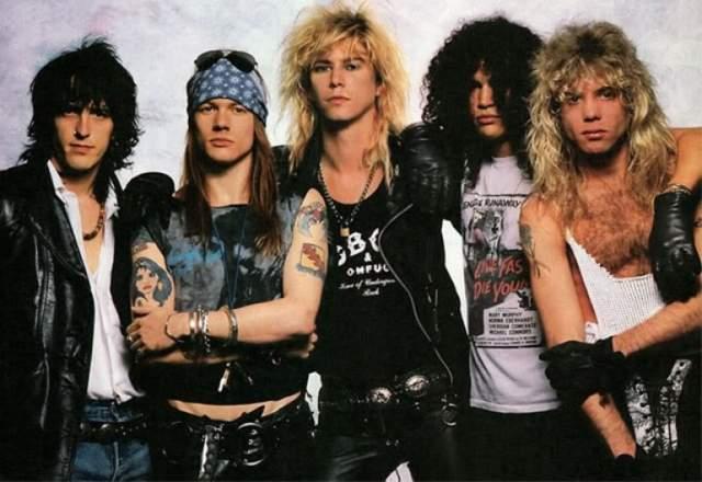 Guns N Roses. Группа представляла собой не только музыкальное открытие, но внешне представляла собой классический рок-н-ролльный коллектив. На них хотели быть похожи парни, ну а девушки мечтали быть с ними.