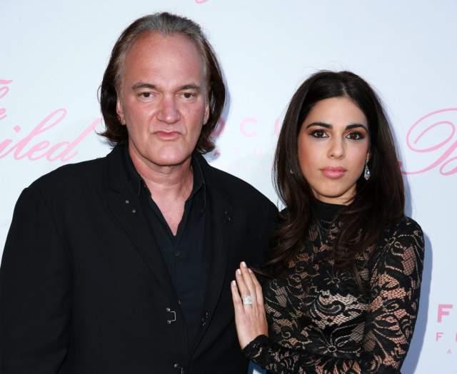 В этом году женился даже отпетый холостяк Квентин Тарантино . Его избранницей стала модель и певица Даниэла Пик, с которой режиссер познакомился в 2009 году.
