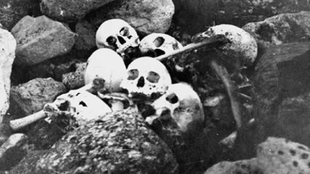 Тогда же местные и обнаружили останки съеденных людей.