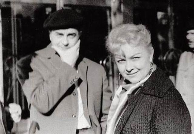 Этот брак продлился пять лет: в 1948 году на вечере Вахтанговского театра Целиковская влюбилась вновь. Совмещать семейную жизнь с тайными любовными приключениями она не хотела и оставила убитого горем мужа.