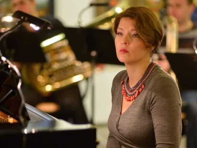"""Сейчас Осетинская концертирует, талант ей удалось развить постепенно, а кроме этого она выпустила книгу """"Прощай, грусть"""", в которой рассказала, как отец воспитывал в ней """"гениальность""""."""