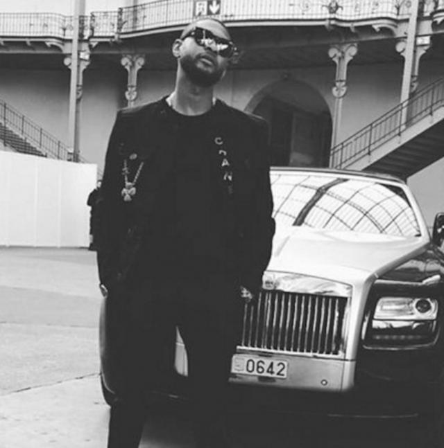 Ашер. Из багажника автомобиля GMC Yukon американского R&B певца воры выкрали различные ценности на сумму в один миллион долларов.