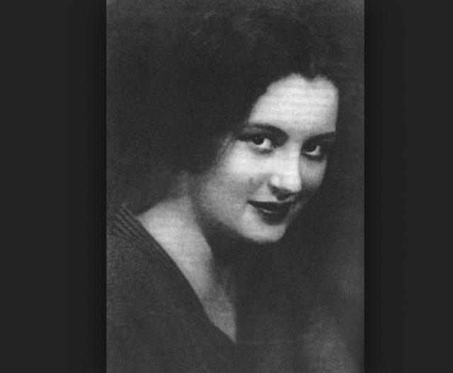 Последней его возлюбленной стала актриса Московского художественного академического театра Вероника Полонская. В пору их первой встречи ей было 21, ему - 36. Полонская была замужем за актером Михаилом Яншиным.
