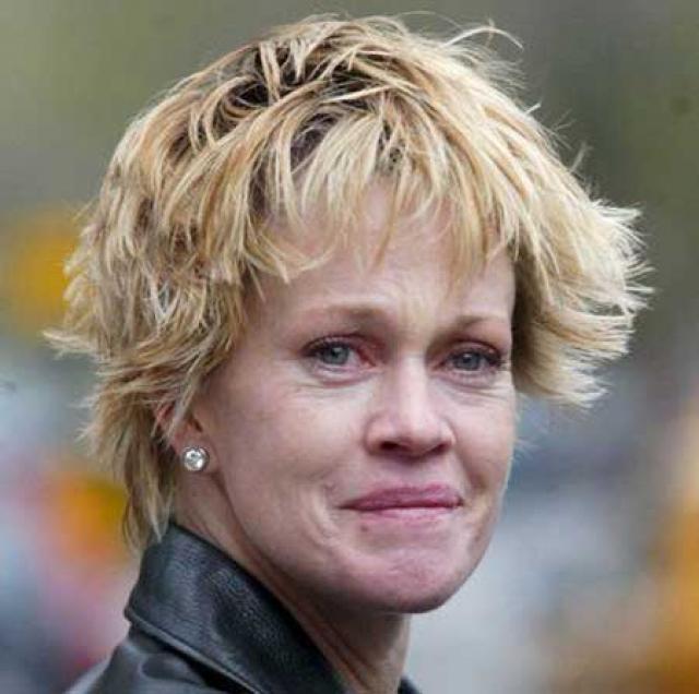 Мелани Гриффит. Когда-то 58-летняя актриса выглядела как гламурная голливудская блондинка, но годы вредных привычек сделали свое дело...