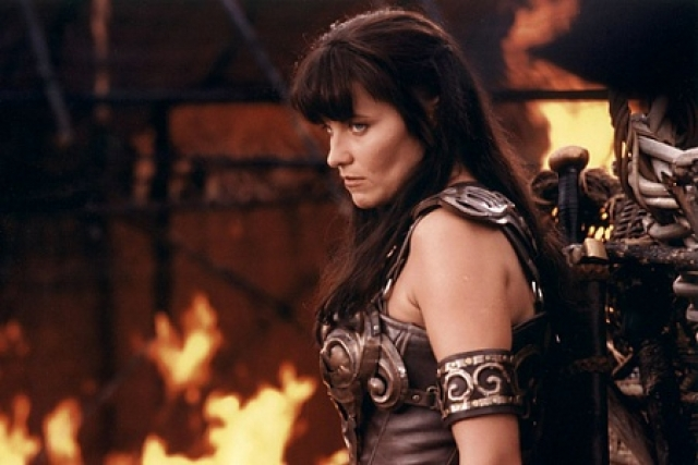 """Люси Лоулесс. Сериал """"Зена - королева воинов"""" стал одним из хитов 90-х и сделал актрису настоящей звездой."""