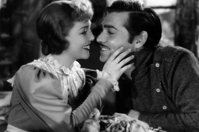 """Кларк Гейбл. Звезда """"Унесенных ветром"""", будучи женатым, закрутил роман с на съемочной площадке с коллегой Лореттой Янг. Молодая актриса забеременела."""
