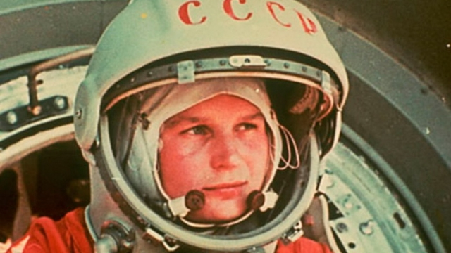 В один момент Терешкова и вовсе перестала отвечать на запросы с Земли. Как выяснилось позже, она просто заснула от переутомления, а разбудить ее смог только Валерий Быковский, также находившийся на орбите, по внутренней системе связи между космическими кораблями.