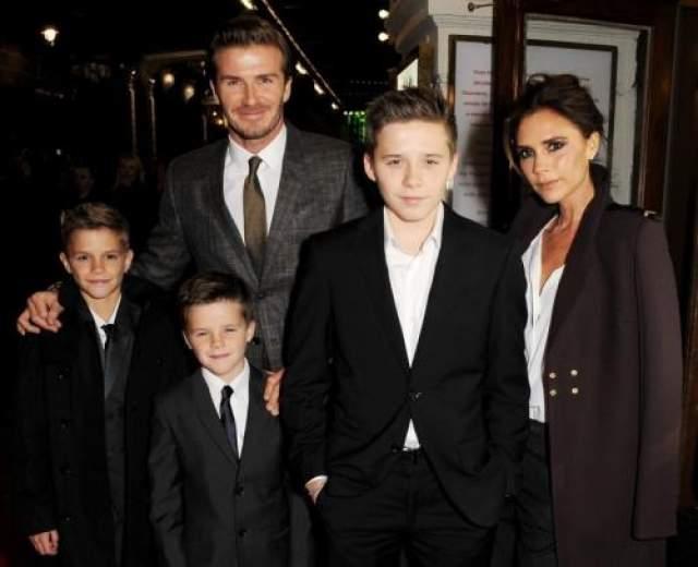 Виктория Бэкхэм, четыре ребенка Одна из самых знаменитых многодетных мам Виктория Бекхэм воспитывает троих сыновей и дочь.