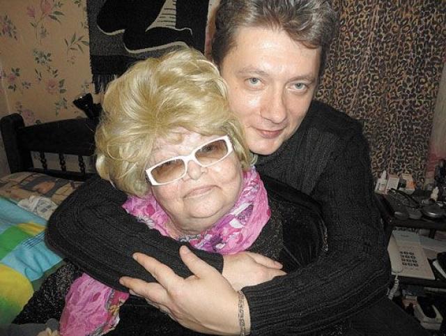 Основными противниками Андрея стали появившиеся из неоткуда племянники и двоюродные сестры актрисы. В итоге семь семей вступили в борьбу за московскую квартиру Натальи, которые не виделись с ней десятилетиями.