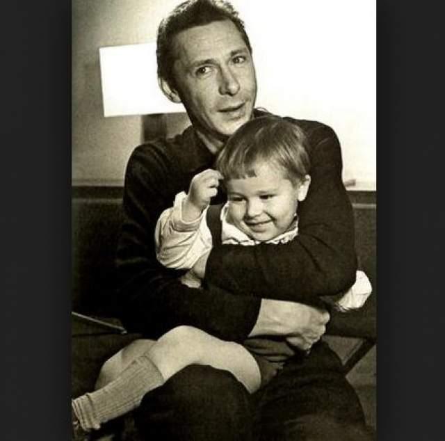 Олег Ефремов с сыном Мишей.