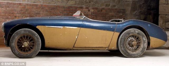 В декабре 2011 года машину продали на аукционе за 843 тысячи фунтов стерлингов (1 323 915 долларов США).