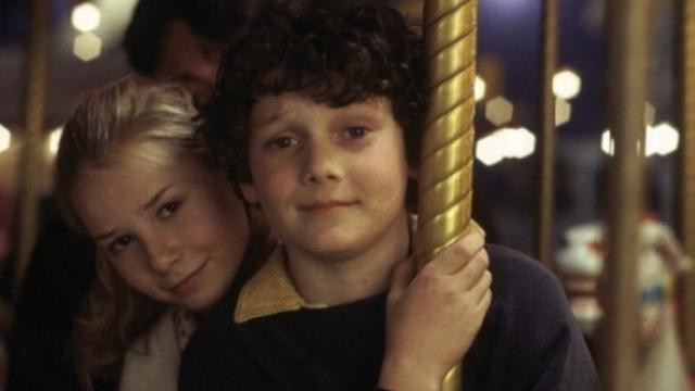 Когда Антон решил за компанию с другом пойти в театральную школу, родные были не против, поскольку считали, что так их застенчивый мальчик, наконец, сможет раскрыться.
