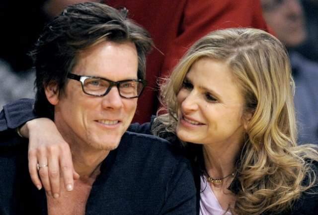 """Кевин долго ухаживал за Кирой - с самого их знакомства на съемках фильма """"Лимонное небо"""" в 1988 году. Она вначале была не в восторге от него, но он проявил настойчивость. В итоге актриса дала ему шанс, и вскоре они поженились. Сейчас у них двое детей и три десятка лет счастливого брака за плечами."""