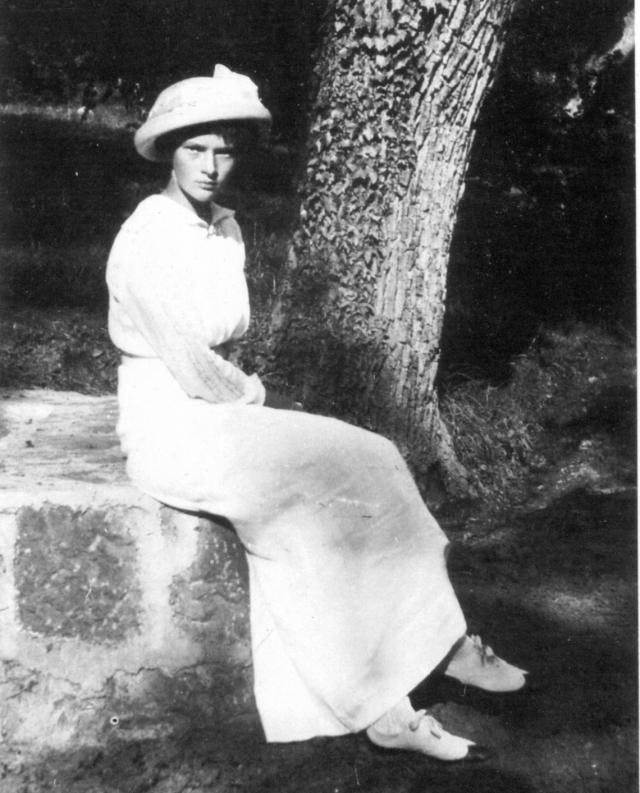 """Мишель, действительно, внешне напоминала великую княжну (на фото). О том, как же ей удалось бежать из-под расстрела, говорила, что откроет всю правду с глазу на глаз только своей """"бабушке"""" вдовствующей императрице Марии Федоровне."""
