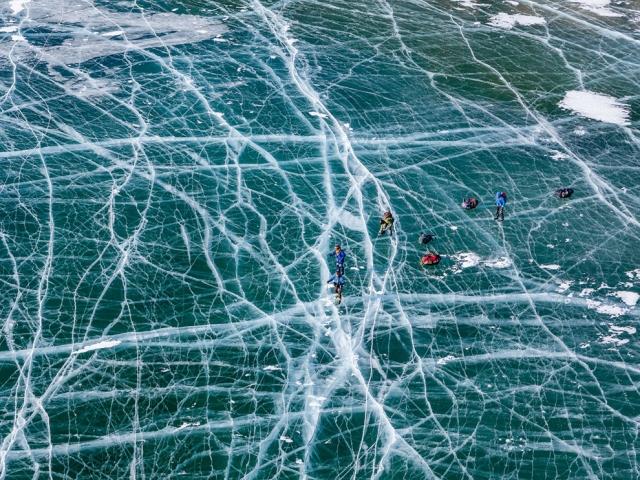 Замёрзшее озеро Байкал. Evgeny Dubinchuk