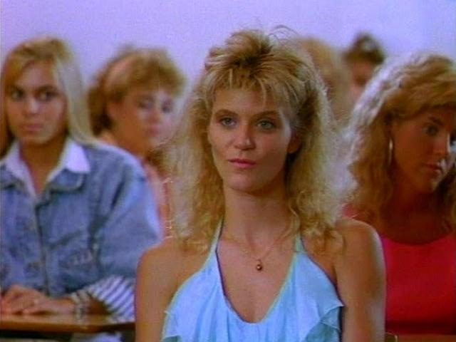 """В итоге ей все-таки удалось пробиться на большой экран. В 1990 году она снялась сиквеле """"Молодые стрелки 2"""", затем была роль в одном из сезонов сериала """"Полиция Нью-Йорка""""."""