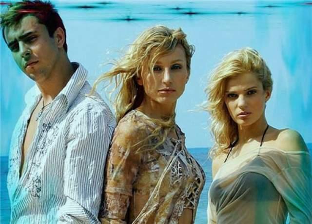 Reflex. Танцевальный поп-проект, в состав которого долго входила одна Ирина Нельсон, к кторой в начале 2000 года присоединились танцоры и бэк-вокалисты Алена Торганова и Денис Давидовский.