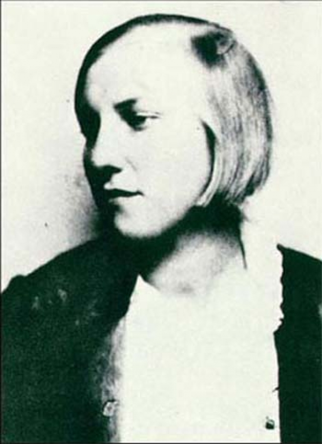 В 1927 году, когда Пикассо было 46 лет, он сбежал от Ольги к 17-летней Марии-Терезе Вальтер, с которой уже некоторое время крутил тайный роман.