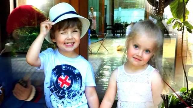 В 2013 году у Пугачевой и Галкина появились дети - двойняшки Гарри и Лиза. Это не было запланировано: суррогатной матери подсаживали две оплодотворенных яйцеклетки, из которых развились оба ребенка (стандартная процедура, так как неизвестно, какая из них выживет).