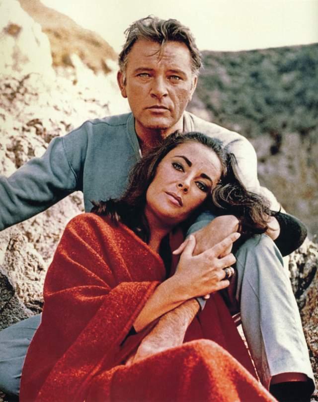 """Элизабет Тейлор и Ричард Бёртон. Они познакомились в 1962 году на съемочной площадке """"Клеопатры"""", после чего у них мгновенно закрутился роман."""