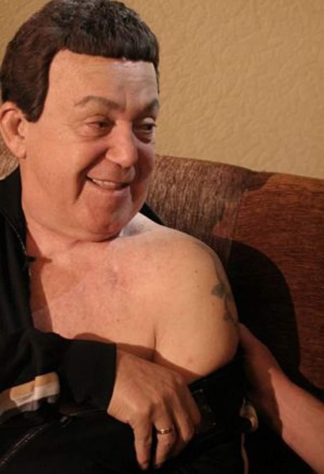 Иосиф Кобзон перенес множество операций, начиная с 2002 года. Тогда врачи поставили ему неутешительный диагноз: рак предстательной железы, практически безнадежный.