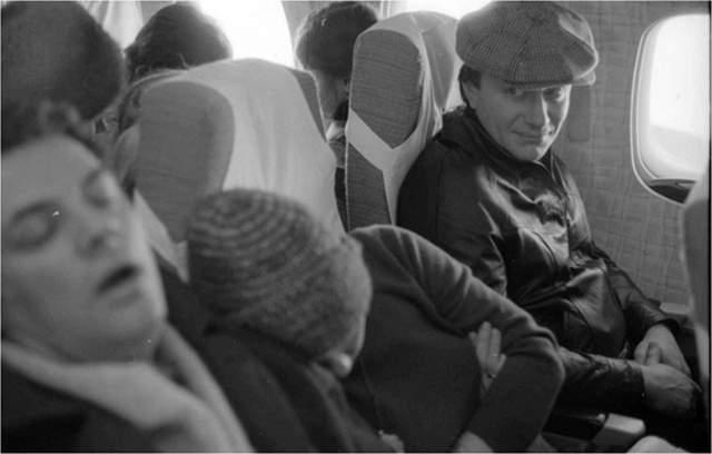 А это спящий Александр Ширвиндт и Андрей Миронов в самолете