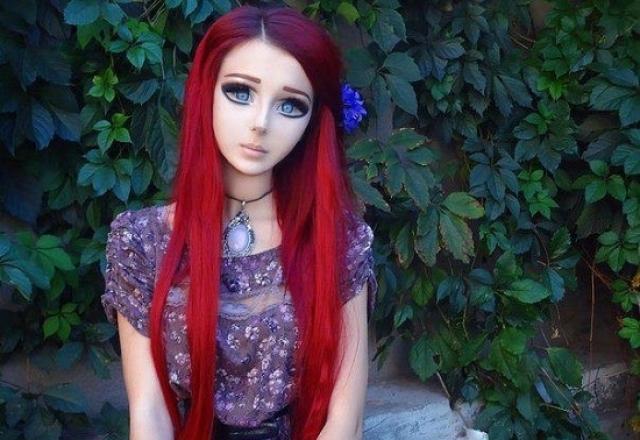Одесситка шикарно делает прически и макияж, поэтому ей не составляет труда создавать подобные образы.