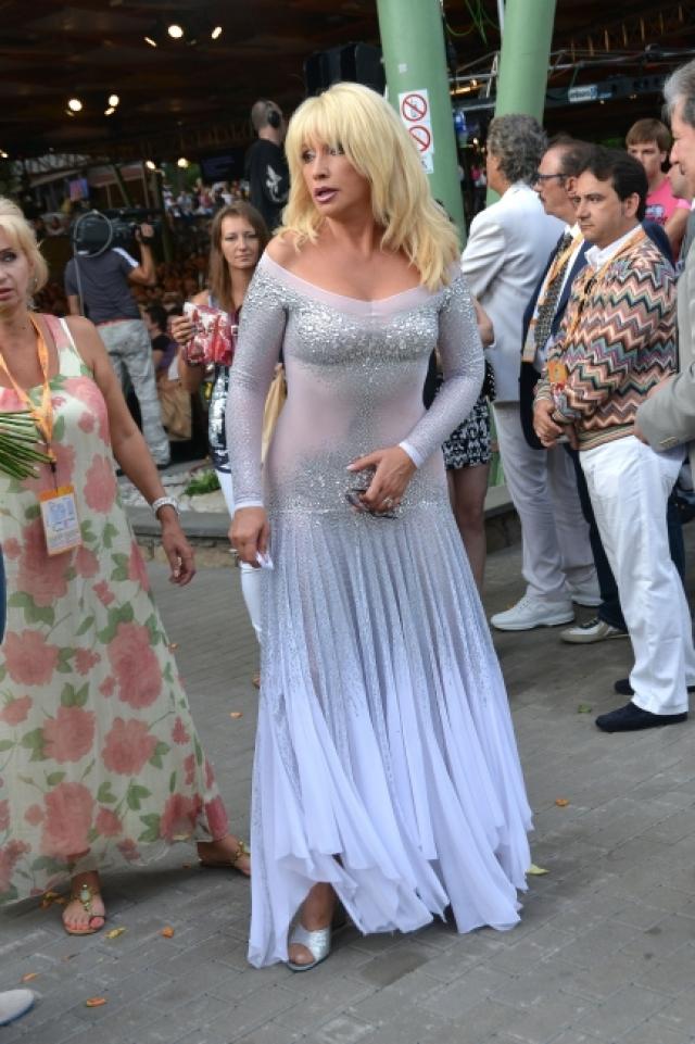 Не постеснялась полупрозрачного наряда и Ирина Аллегрова.