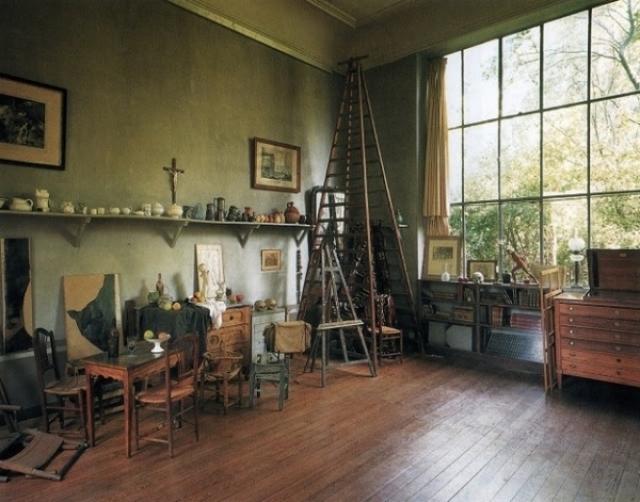 Рабочее пространство французского художника-импрессиониста Поля Сезанна .