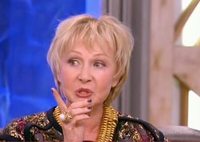 После смерти мужа Петрова унаследовала приличное состояние и сама начала вести бизнес: открыла сеть ювелирных магазинов. Сейчас она по большей части живет в Москве, много путешествует.