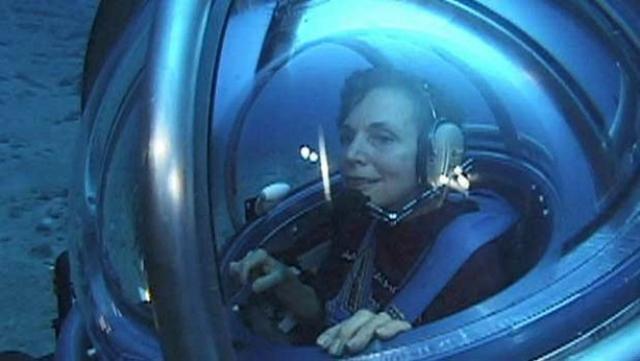 Доктор Сильвия Эрл становится первой человеком в мире, погрузившейся на глубину 1250 футов. В 1979 году она руководила женской командой ученых в эксперименте по изучению подводной жизни, на две недели погрузившись на борту капсулы в Карибское море.