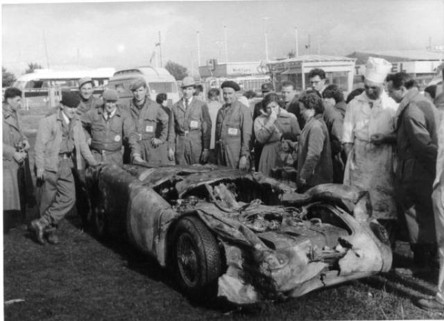 Через восемь часов после аварии, команда Mercedes, лидировавшая в гонке (опережавшая команду Jaguar на два круга), отозвала машины Хуана Мануэля Фанхио/Стирлинга Мосса и Карла Клинга/Андре Симона.