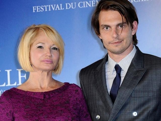 Эллен Баркин и Сэм Левинсон (разница - 31 год). Актриса дважды побывала замужем за состоятельными мужчинами перед тем, как начать отношения с молодым режиссером.