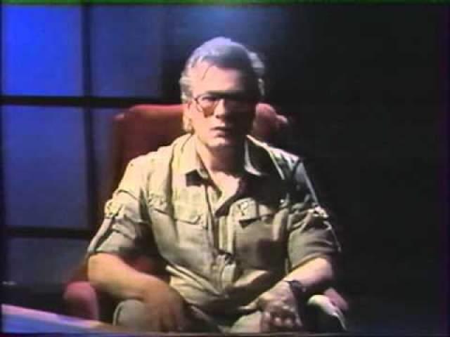 """Затем Чумак вернулся к истокам - начал писать книги, изучал свой """"дар"""" вместе с командой единомышленников, охотно участвовал в различных телевизионных ток-шоу. После того, как Чумак исчез с экранов, зрители завалили его письмами. С некоторыми из них в последующие годы экстрасенс встречался в индивидуальном порядке."""