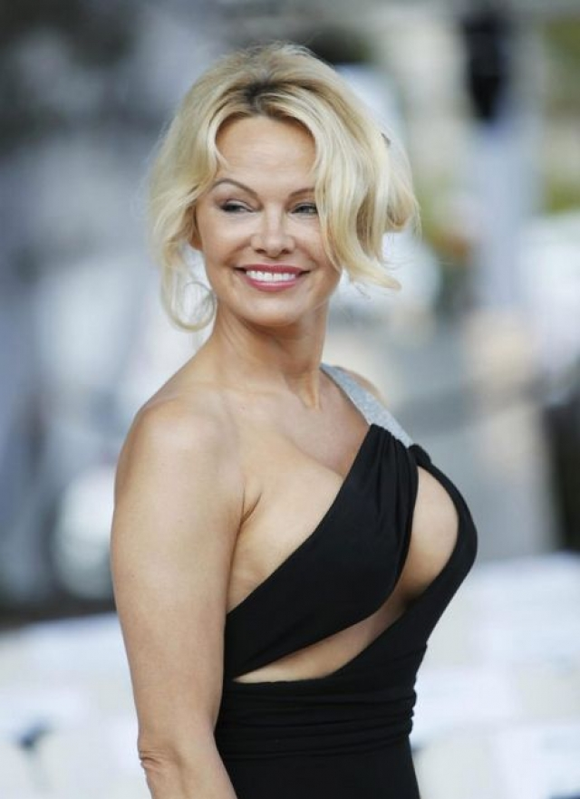 """Памела Андерсон. Звезда """"Спасателей Малибу"""" довольно долго сохраняла молодость благодаря косметическим операциям."""