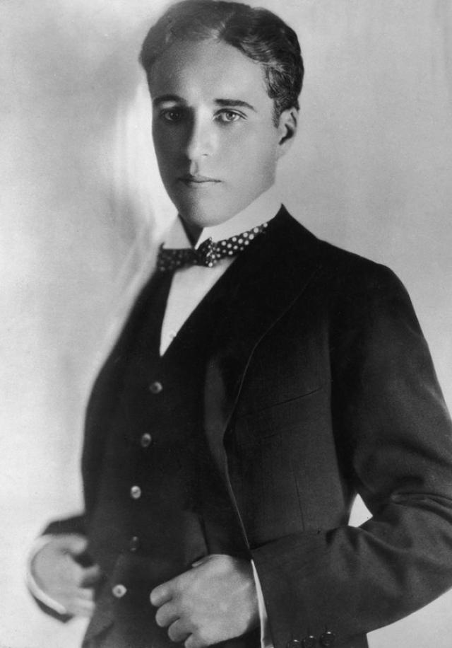 Рост Чаплина был всего 165 см., а вес 60 килограммов.