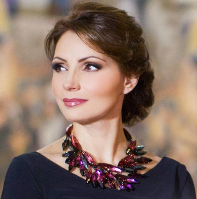 Через два года после их свадьбы Пенья стал президентом Мексики, а Анхелика - ее самой прекрасной первой леди.