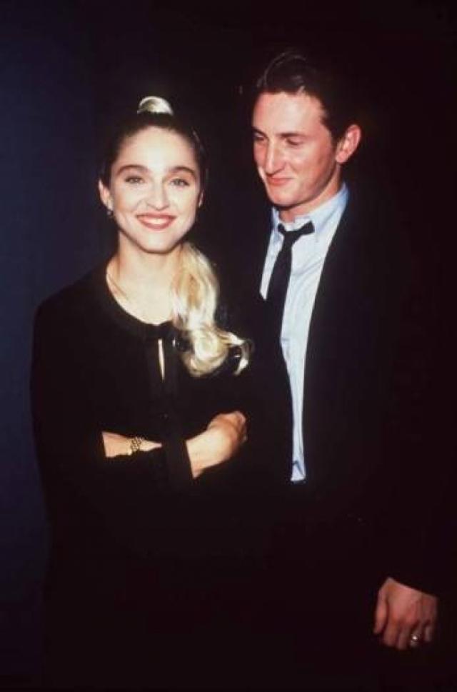 Мадонна. В 1985 году певица встретила актера Шона Пенна и влюбилась с первого взгляда. В том же 1985 году пара поженилась.