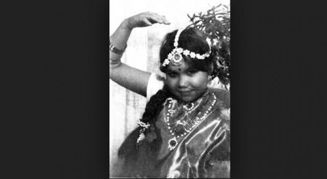 Александра Путря ушла из жизни 24 января 1989 года. Она была похоронена в индийском сари, в котором она встречала свой последний Новый год, с небольшим портретом Митхуна Чакраборти, затянутым в целлофан, - ее прижизненным талисманом.