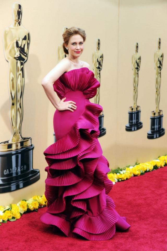 Вера Фармига. Ого-го, платье может быть чемпионом по рюшам.