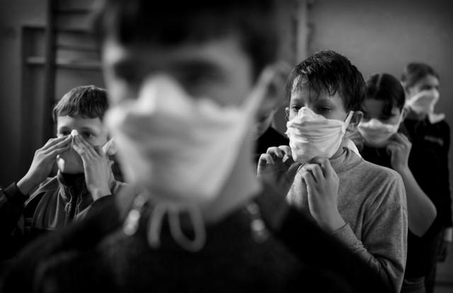 Из-за воздействия радиации к 1994 году умерло более 124 тысяч человек. А 532 украинских ликвидатора умерло от онкологических заболеваний только за 2003 год.