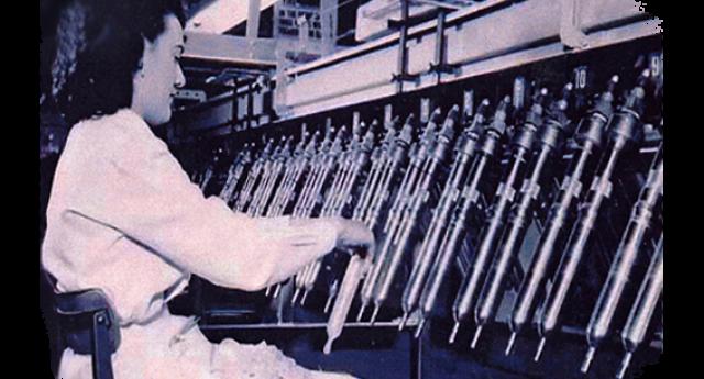 В 1920-х производство презервативов было автоматизировано. Первую полностью автоматизированную линию собрал Фред Киллиан из Огайо, и продал ее за 20 000 долларов, что составляет около 2 000 000 долларов на сегодняшние деньги.