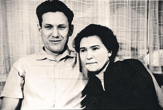 Наина Ельцина. Анастасия Гирина родилась 14 марта 1932 года в деревенской семье староверов. В 1955 году она окончила строительный факультет Уральского политехнического института им.Кирова в Свердловске, а спустя год вышла замуж за своего однокурсника Бориса Ельцина.
