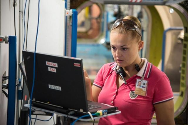 Елена стала первой российской женщиной, которая полетела на МКС. На станции ей пришлось поработать по полной, наравне с мужчинами, даже если это касалось физической нагрузки и тренировок на выносливость.