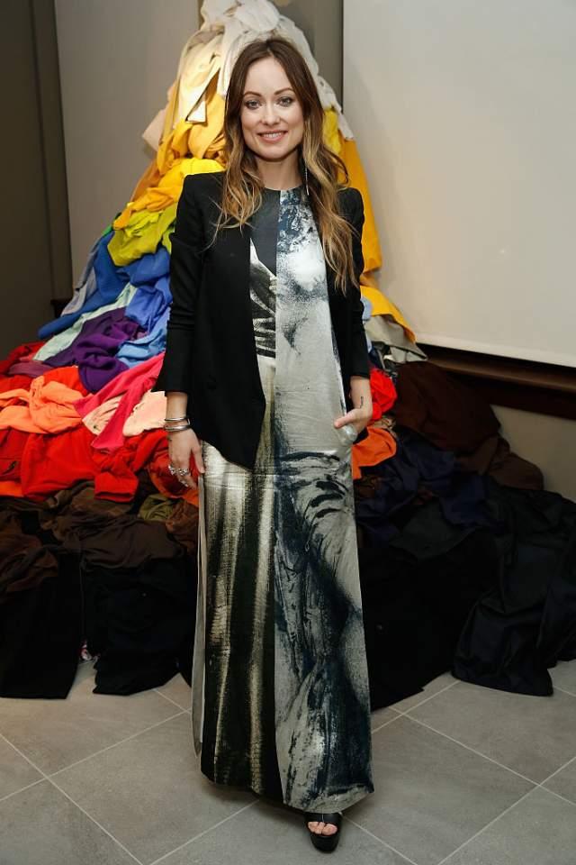 А это бюджетное платье Оливии Уайлд из эксклюзивной экологичной линии H&M Conscious можно было приобрести в обычных магазинах фирмы.