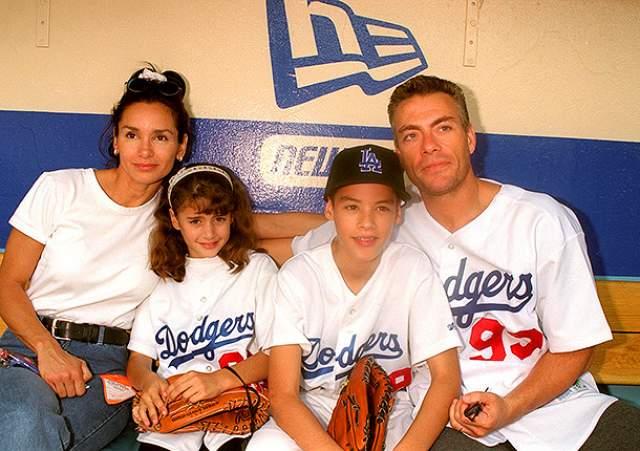 Первый раз они были женаты в период с 1987 по 1992 год. В браке у них родились сын и дочь - Кристофер и Бьянка.В 1992-м они развелись, актер женился на актрисе Дарси Линн ЛяПьер, родившей ему сына Николаса. В 1999 году Ван Дамм вернулся к Глэдис и до сих пор живет с ней.