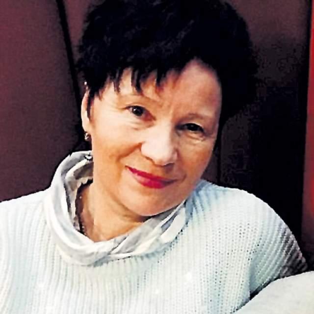 """В начале 90-х с семьей стала близка журналистка Татьяна Секридова. Она аккредитовывалась на кинофестиваль """"Созвездие"""", которым правил Жариков. И известного ловеласа пленил ее красивый и энергичный смех. Однако Секридова довольно долго не сдавалась! Они и не думали, что роман на корабле перерастет во что-то большее."""