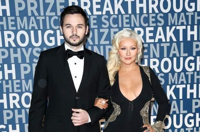 """Кристина Агилера, 37 лет. Ровесница Джастина Тимберлейка и Бритни Спирс с 2010 года встречается с одним и тем же мужчиной, Мэттью Ратлером, ассистентом по кастингу мюзикла """"Бурлеск"""", где играла главную роль звезда."""