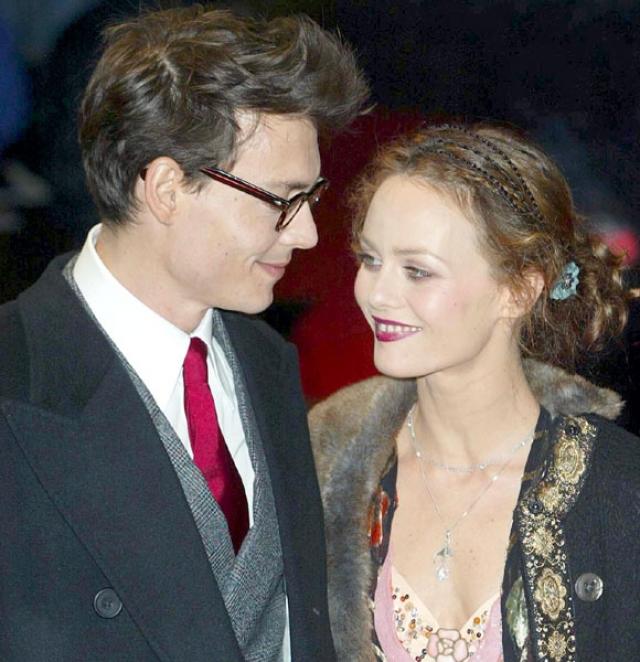 Даже француженка Ванесса Паради , с которой он прожил 14 лет (с 1998 по 2012), несмотря на двух совместных симпатичных детишек, так и осталась в истории всего лишь одной из его, говоря по-русски, сожительниц.